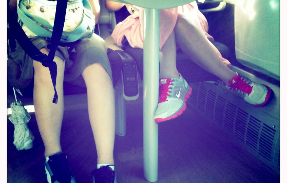 Scarpe. Gambe.